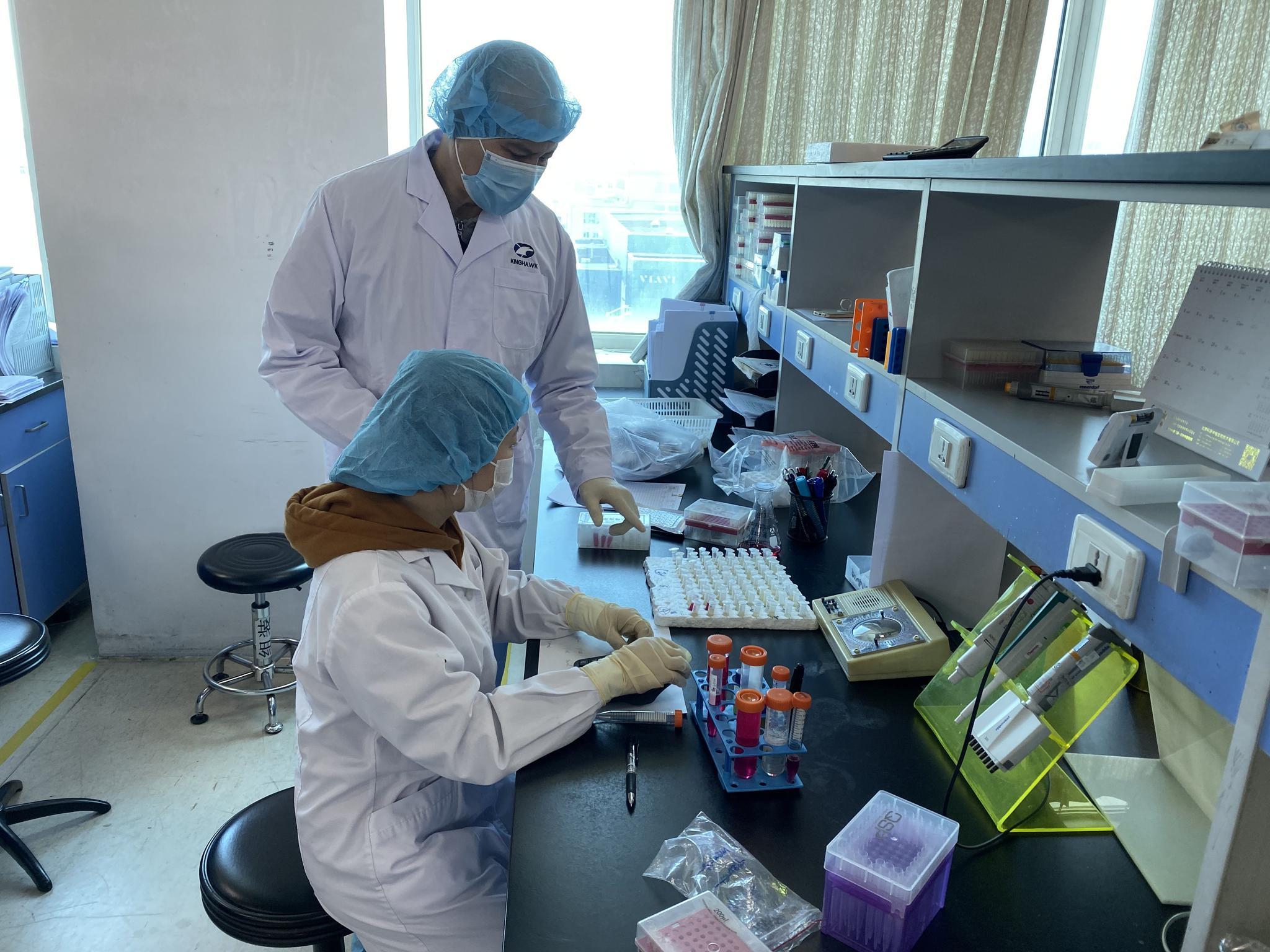 市政协委员与病毒赛跑 除夕召员工回京生产试剂盒图片