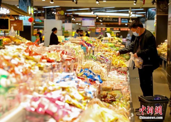 中国粮食供应能否自给?如何稳定汽车消费?商务部回应图片