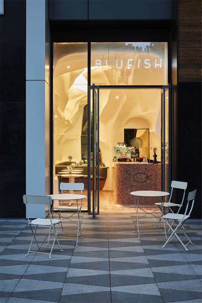 Blufish盈科店:凝固的海水与游动的珊瑚