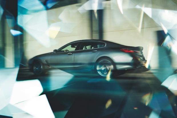 """创新驭见未来 梦想即刻启程 5年超长贷款期限 利率低至4.88% 全新BMW 8系""""焕新""""而来"""