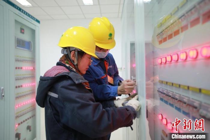 """""""电力天路""""青藏联网工程双向累计输送电量突破100亿千瓦时"""