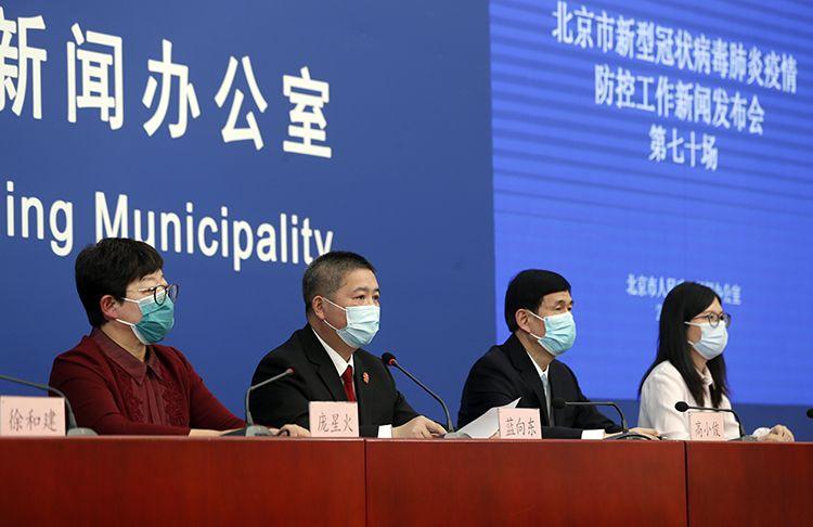 北京通报:一班飞机上最多发现13个确诊病例|组图图片