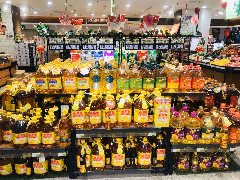 超市里食用油供应充足。受访者供图