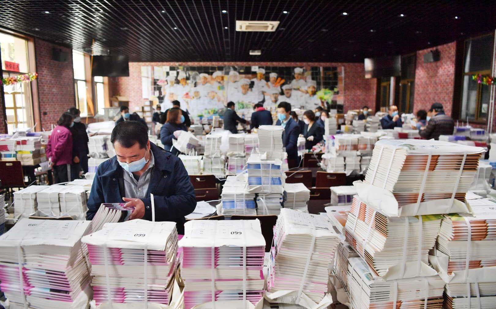 """""""神兽""""的课本已上路,北京邮政将寄递16万套教材到家图片"""