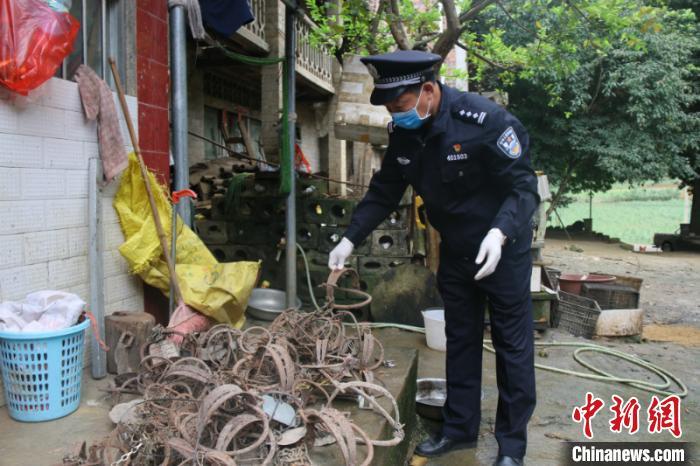 广西崇左警方收缴非法猎捕工具