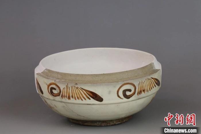 """""""柿色彩""""盒。山西省考古研究所提供"""