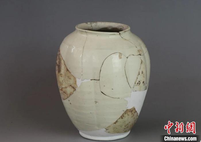 白釉瓜棱罐。山西省考古研究所提供
