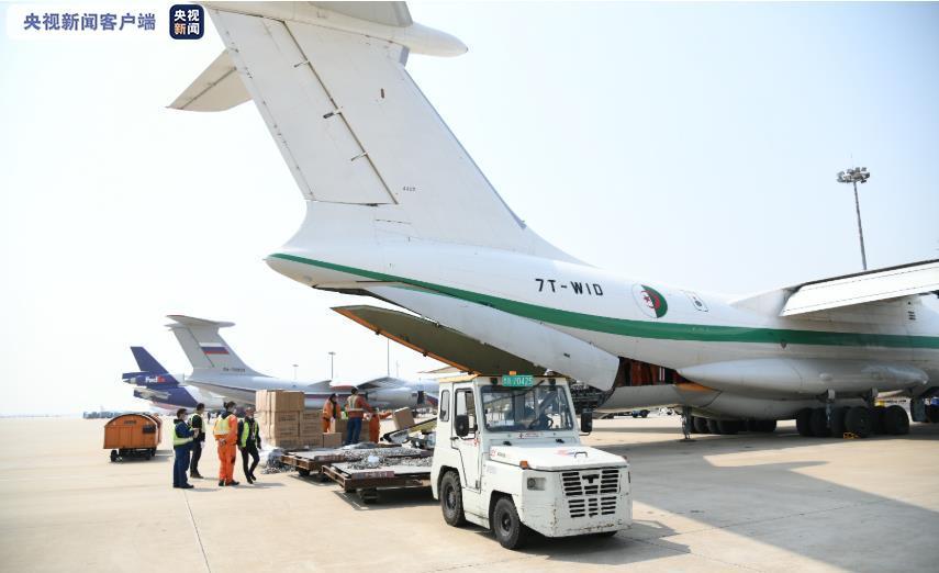 5架外国军机同天降落上海浦东机场,自提防疫物资
