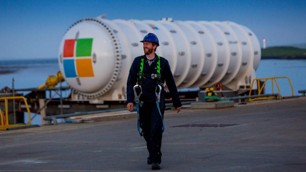海底有微软的服务器、养鱼的 Google,还有 Facebook 的超多电缆