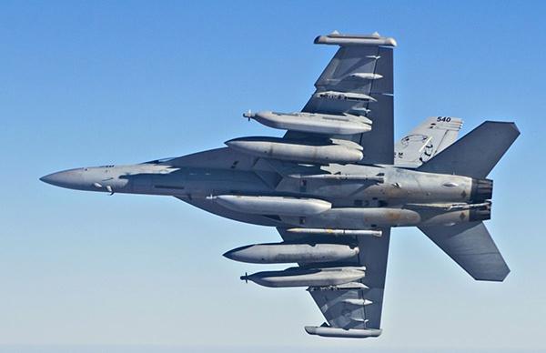 "EA-18G""咆哮者""具有很强的电子战能力,目前只有美国和澳大利亚装备该机"