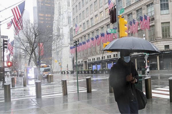 """纽约""""生死时速"""":马云蔡崇信捐大量物资,包括昂贵的呼吸机"""