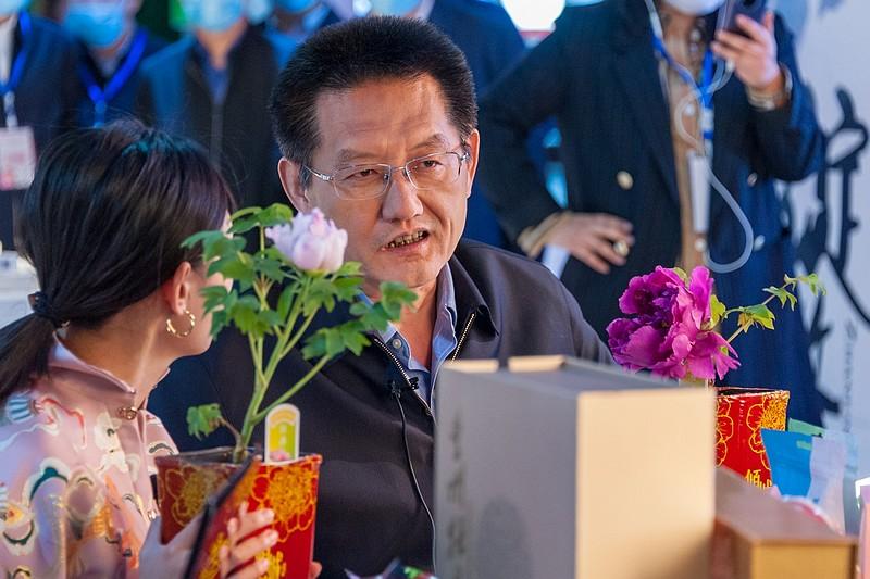 因为一朵花,菏泽市委书记和市长携手阿里,偕20位网红直播带货、云赏牡丹