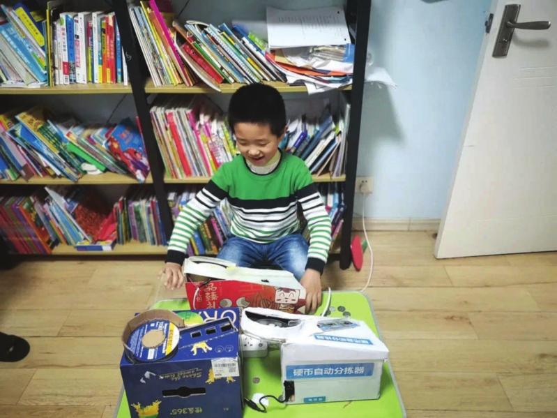 8岁娃发明硬币自动分拣器 斩获江苏省青少年科技创新大赛二等奖