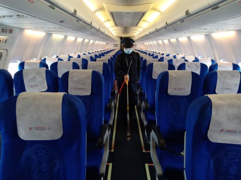 武汉复航,首个航班由武汉飞三亚图片