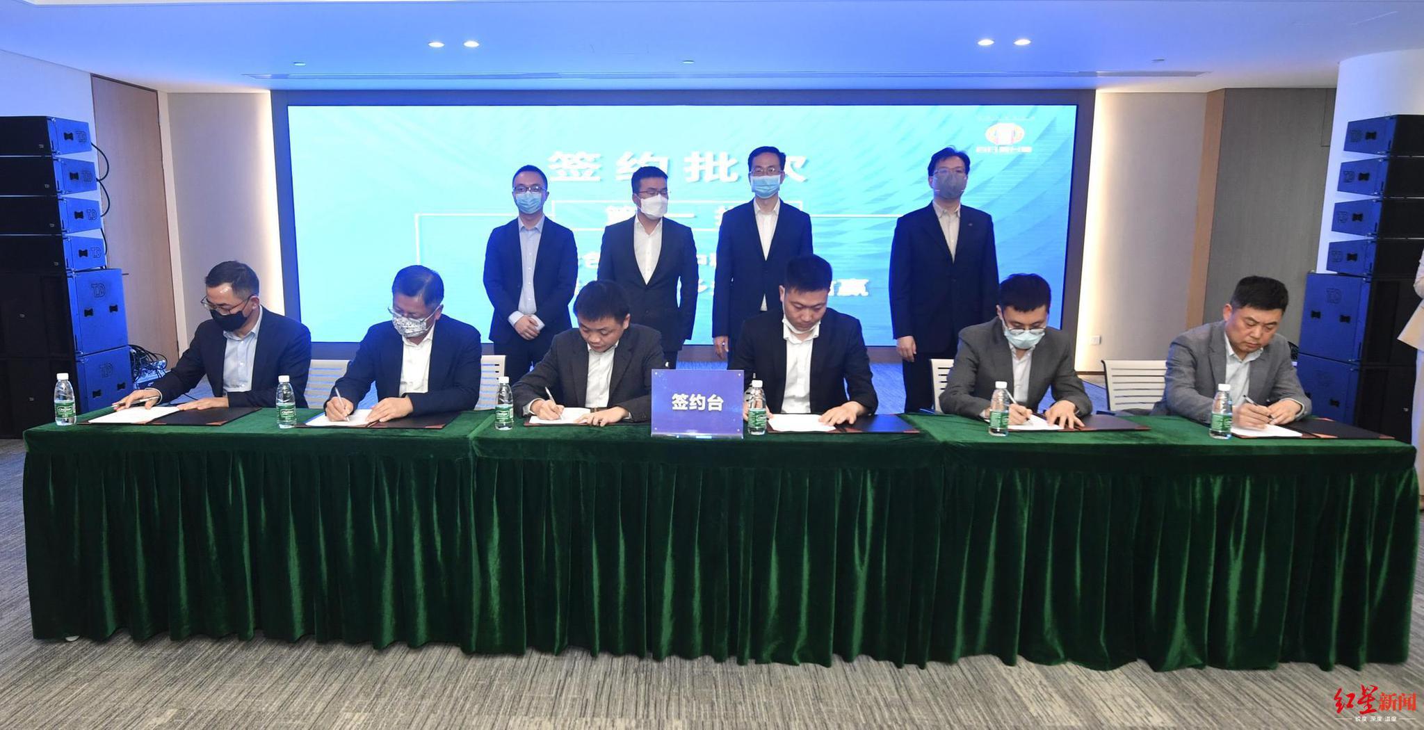 """成都高新区签约15家新经济企业 """"基金+产业园""""加速产业聚集"""