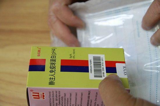 王学丽曾担心自己会被感染,有人给了她一盒提高免疫力的药,她感动不已。