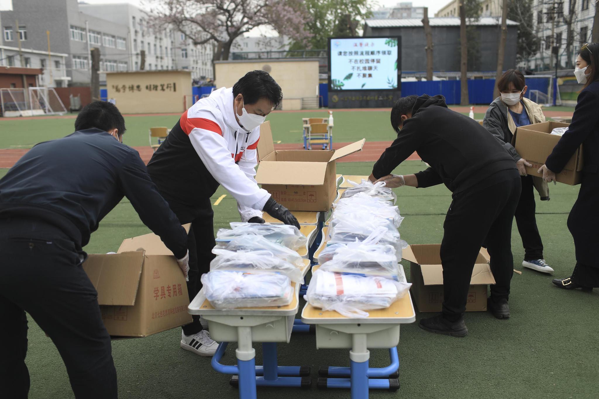 北京海淀26万中小学在校生将无接触领教材