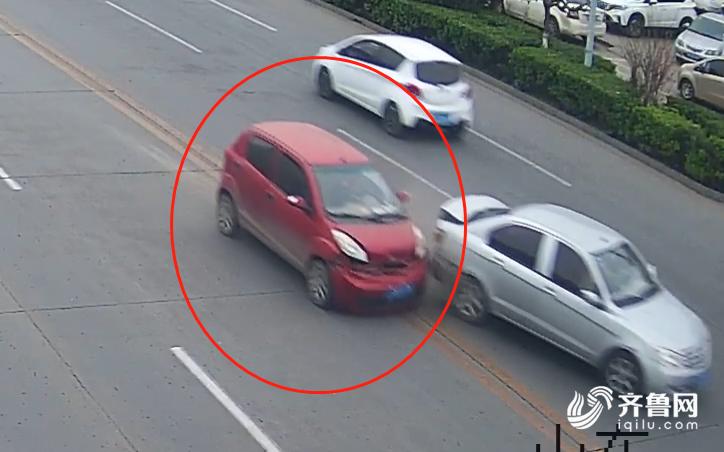 24秒 聊城高唐这辆肇事逃逸的红色四轮电动车,交警喊你快自首!