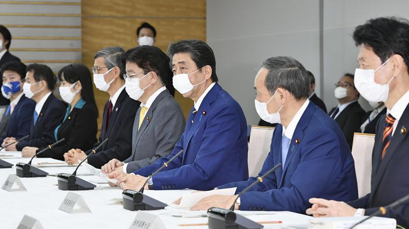 日首相安倍发布紧急事态宣言;内阁通过108万亿日元最大规模经济刺激计划应对经济危机