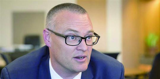 """违反""""封城""""禁令 新西兰卫生部长被处罚"""