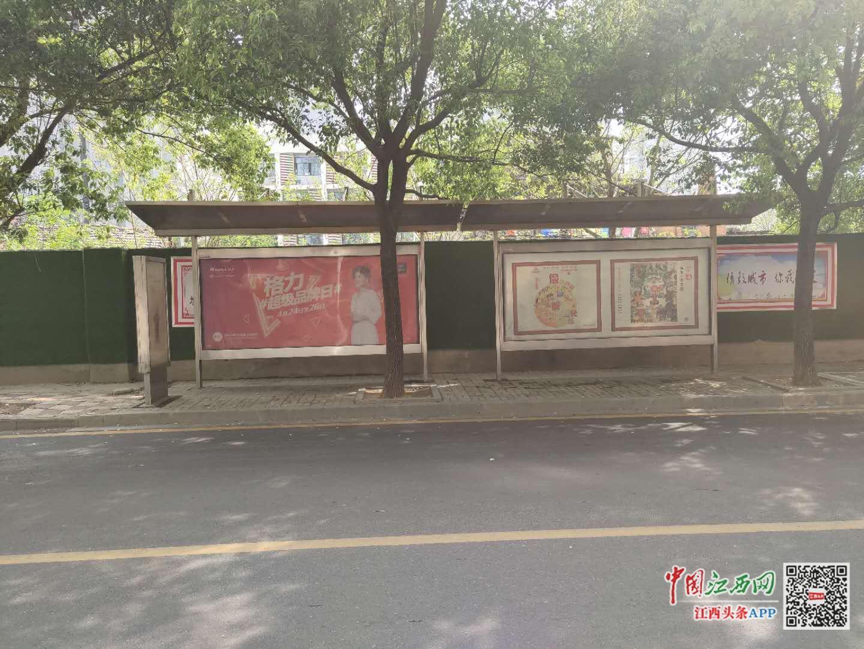南昌朝阳洲多处废弃公交站台不拆除 正规站台却只挂吊牌