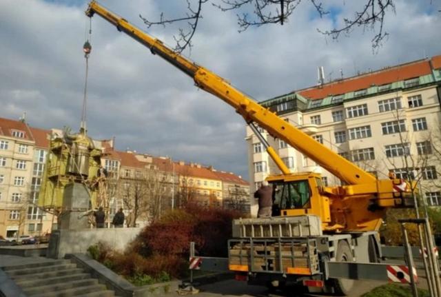 布拉格拆苏联元帅雕像、讽其未戴口罩 俄防长请求追责