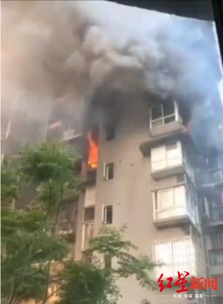 突发!四川广安一小区7楼住户家中发生火灾 幸无人员伤亡