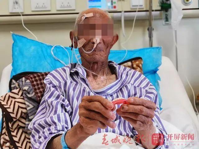 蹊跷!昆明88岁大爹吃香蕉后,一排牙齿失踪!医院检查后惊呆……