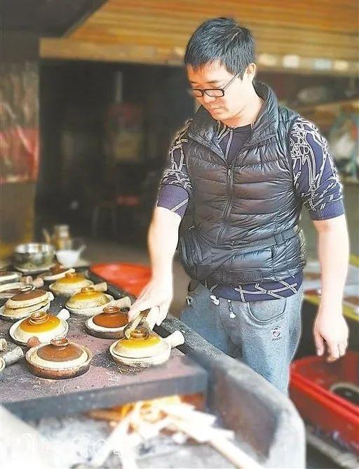 【粤菜师傅•创业故事】他做的台山四九柴火煲仔饭,睇见都会流口水!
