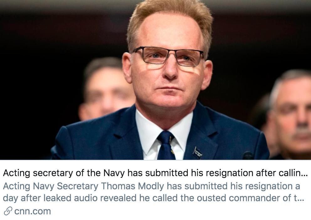 """海军代理部长因指责""""罗斯福""""号舰长愚蠢而辞职。/ CNN报道截图"""