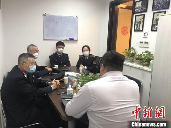 上海立案查处一批防疫用品认证违法案件。上海市场羁系局供图