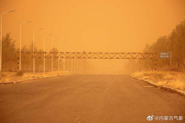 内蒙古现11级大风沙尘天气 预计今晚夜间大风结束图片
