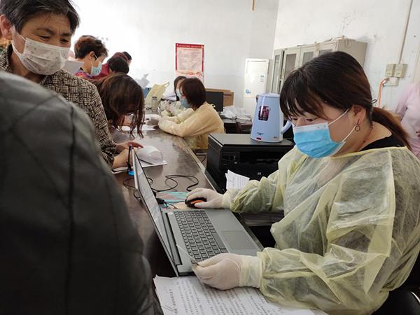 遂平县妇幼保健站:情系妇女保健康 免费为玉山镇妇女送体检