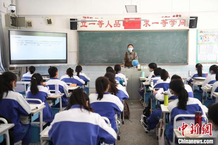 银川一中高二学生复课。李佩珊 摄
