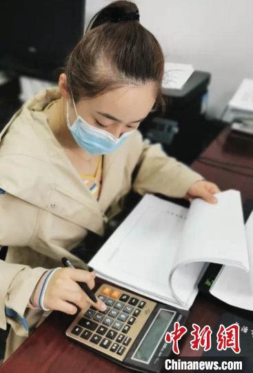 """检察""""90后""""杨悦通过日记的方式记录抗疫。 山西省人民检察院供图"""