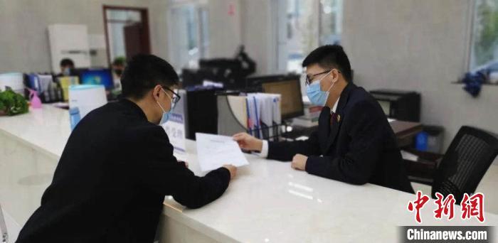 """陈亮说:""""抗疫这场战斗还未结束,但我们一直在前进。"""" 山西省人民检察院供图"""