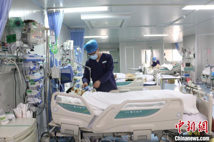 广西男护士:护士是一个职业 希望大家以平常心看待