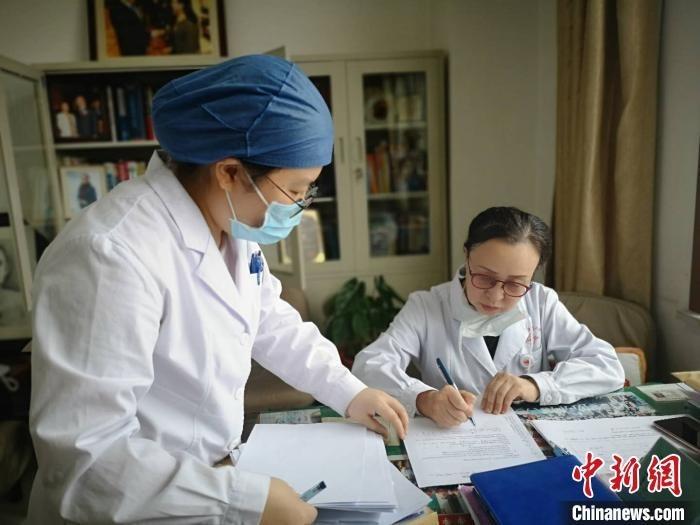 杨林花所在的医院血液科,并未因疫情而中断患者的救治工作。 范丽芳 摄