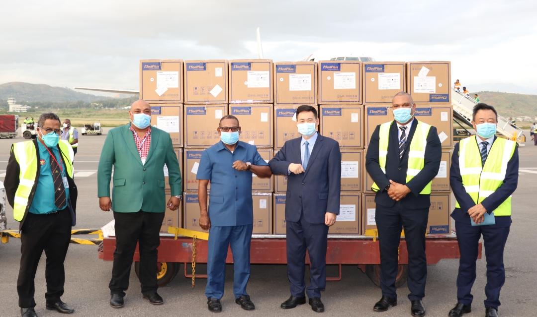 中国援助巴布亚新几内亚防疫物资运抵莫尔斯比港