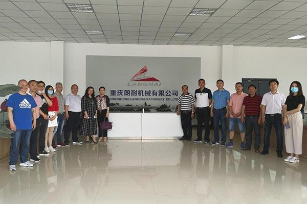 重庆工业职业技术学院化学与制药工程学院赴江津助力校友企业复工复产