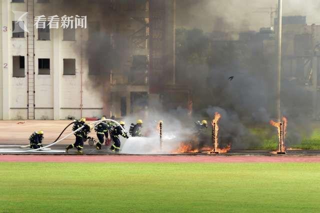 """海南:173名新""""蓝朋友""""被授予消防救援衔图片"""