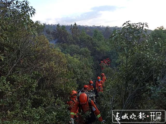 云南双河乡发生山火 260名消防员不到2小时又上火线图片