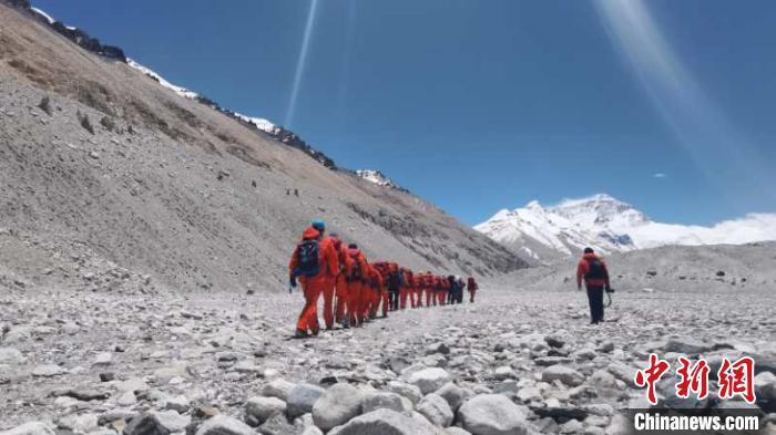 【摩天平台】测量登山队摩天平台计划5月22日登顶珠图片