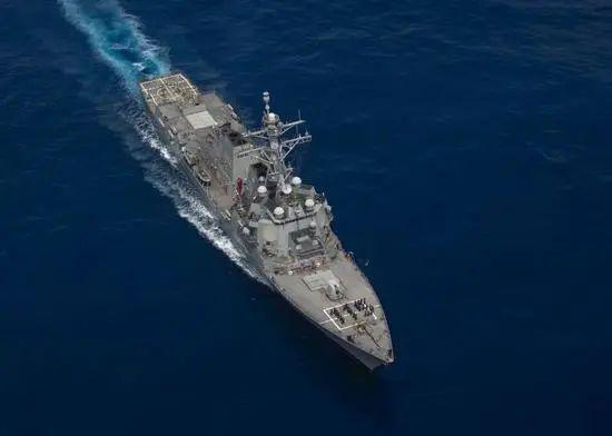 军一艘驱逐舰驶入东海水兵在摩天娱乐,摩天娱乐图片