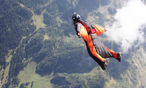 飞翔的飞翔的女大学生失去联系专家:直接降落导致死亡的可能性低|失去联系|死亡