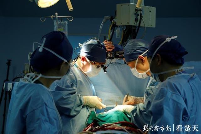 感染新冠肺炎又遇反复心衰,花甲男子历经六次抢救在亚心等来救命心