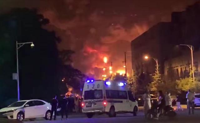 四川彭州一公司仓库发生火灾:曾因危化品管理违法被罚图片