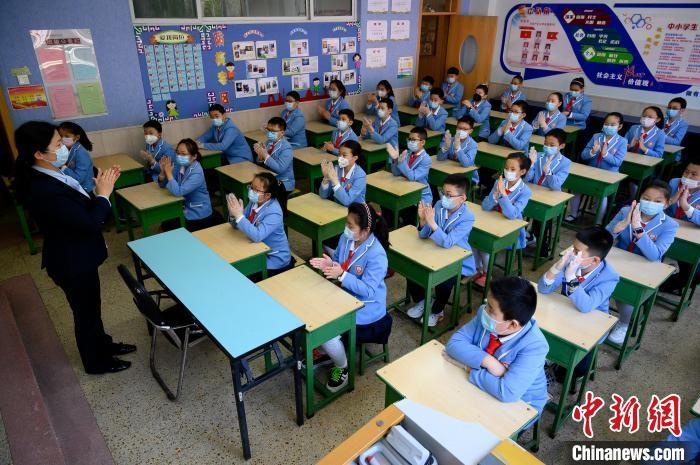 学校是人群密集场所,山西省疫情防控工作领导小组要求,要周密闭环做好疫情防控。 韦亮 摄