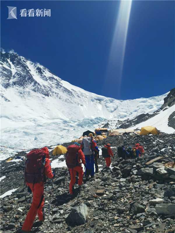 天富0珠峰天富测量登山队抵达海拔6500米前进图片