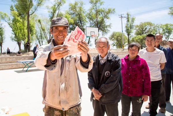 陕西一村给村民每人发千元疫情补贴 共四十多万元图片